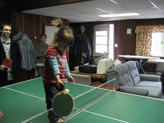 乒乓球打直拍的小朋友,轉橫拍好嗎? (Image Courtesy of Daniel Morrison at Flickr)