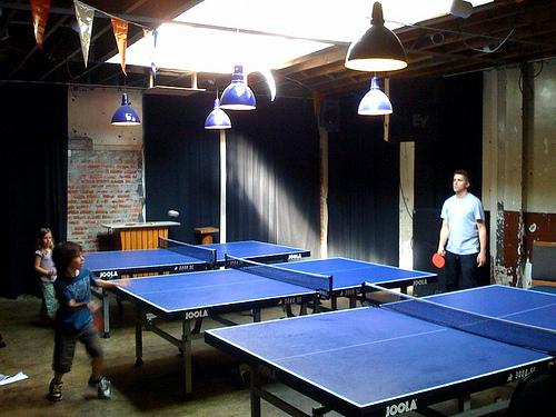 接受乒乓訓練的小朋友,何時開始打乒乓比賽好?(Image courtesy of Mike Souza at Flickr)