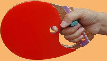 「手槍形」乒乓球拍(圖片來源:mytabletennis.net)
