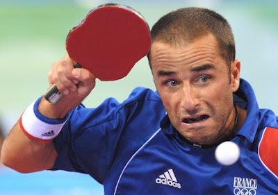 「小提琴形」乒乓球拍 - 法國埃洛瓦(圖片來源:tabletennisbug.com)