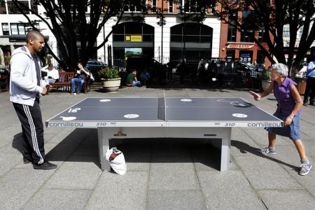 乒乓球對壘,超越體能年齡限制,妙不可言 (Image courtesy of Roberto Trm at Flickr)