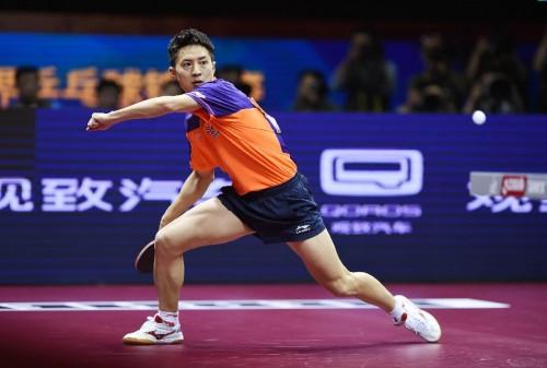 跟淘汰張繼科的新秀──方博,學乒乓球技術 (圖片來源:roll.sohu.com)