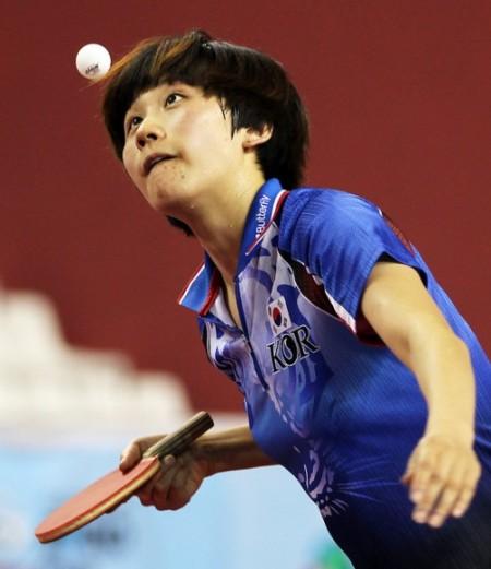 乒乓球橫板發球時,如何握拍才能千變萬化? (Image courtesy of Doha Stadium Plus Qatar at Flickr)