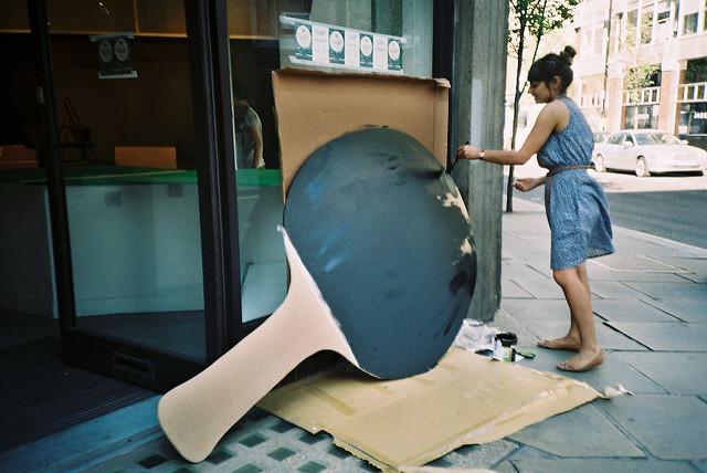 乒乓球板膠皮,何需兩面不同顏色? (Image courtesy of University of Russell Darling at Flickr)